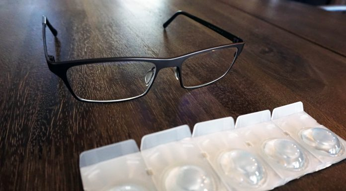 Daily vs Monthly Contact lenses: Glasses with daily contacts