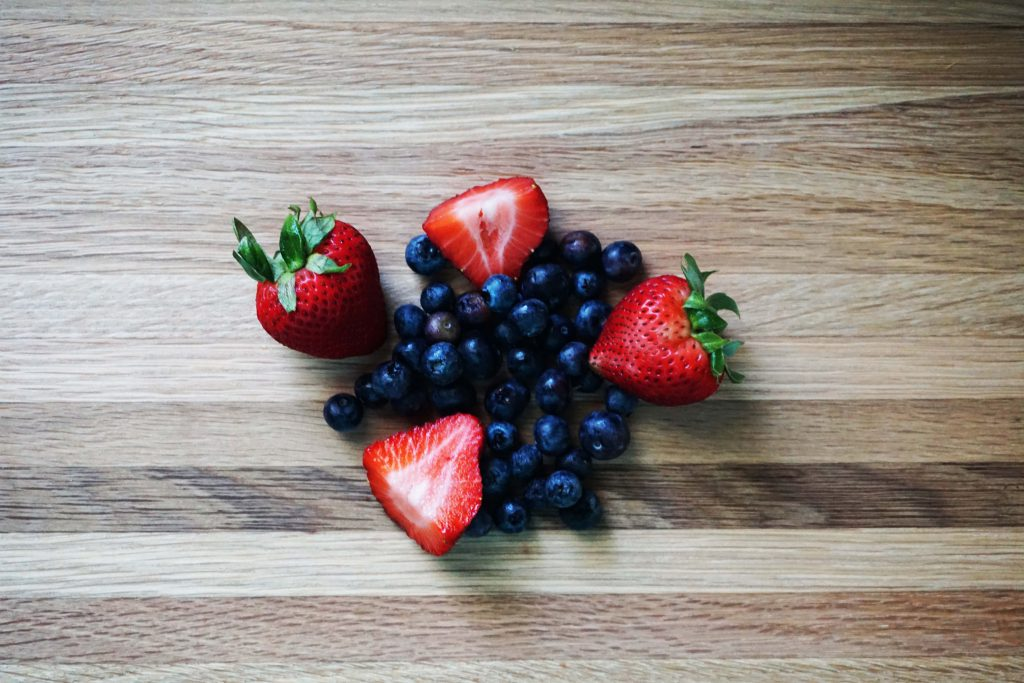Strawberries and blueberries contain the phytonutrient polyphenol
