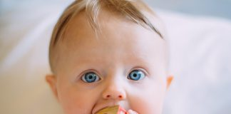 4 Signs Your Baby Is Hungry (& Needs To Be Fed)!