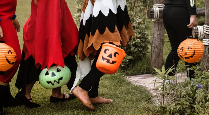 10 Alternatives To Candy For Your Trick-or-Treaters